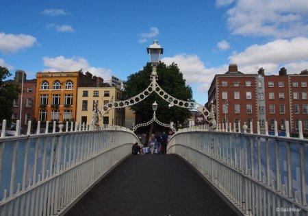 The_Ha_penny_Bridge__Dublin.jpg
