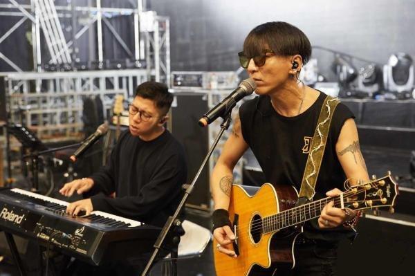 Yu_Quan_20th_Anniversary_Tour_Concert.jpg
